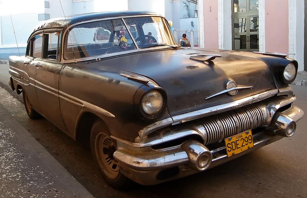 1957 Pontiac Chieftain 4-door Sedan | CUBANCLASSICS