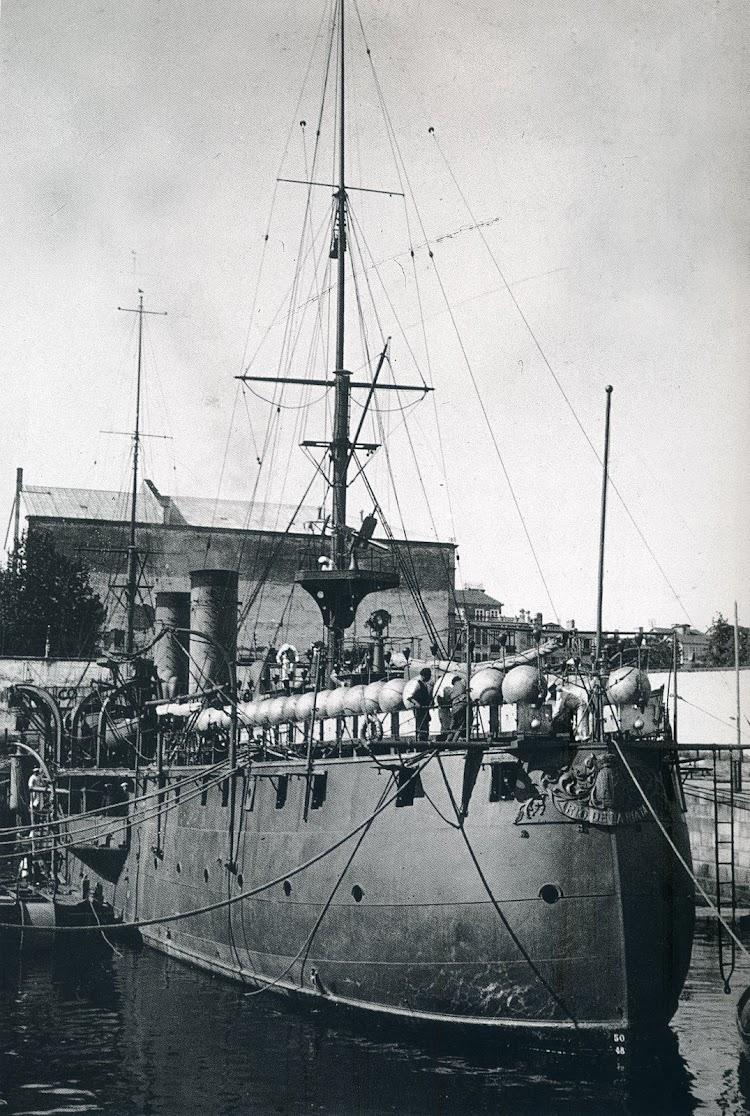 4 de septiembre de 1915 en el dique de La Campana del Arsenal de Ferrol. Como portaminas. Foto Buques de la Armada Española a Través de la Fotografía (1.849-1.900).jpg