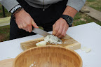 Súťaž v krájaní cibule - ukážka porotcov