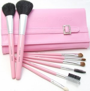 Make up Brushes, make up, new makw up fashion, new beushes, new makw up brushes