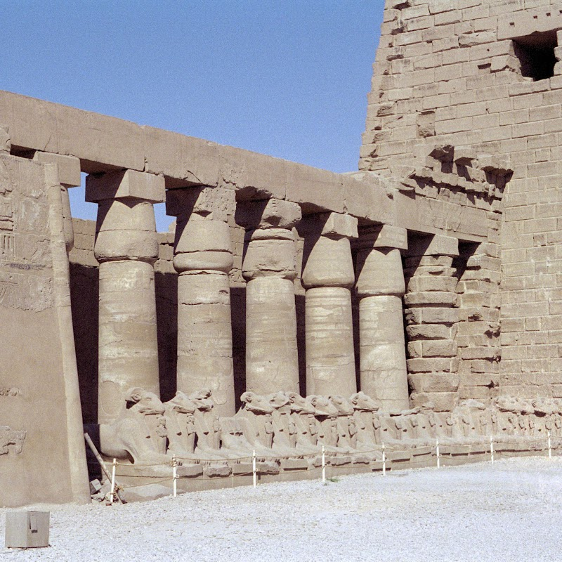 Luxor_07 Karnak Temple Pillars.jpg