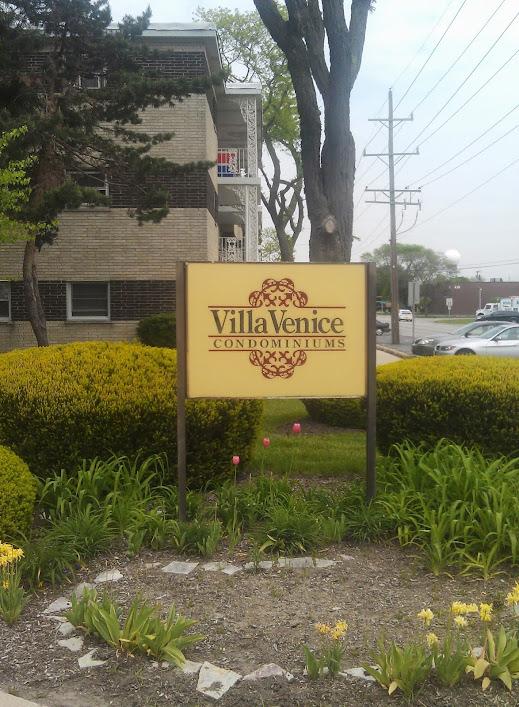 Villa Venice Condos, La Grange, IL