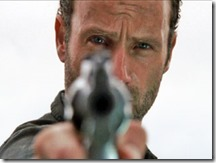 WALKING-DEAD_Rick pointing gun