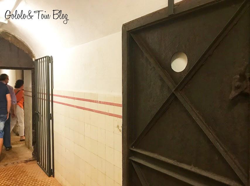 Puertas del interior del búnker de El Capricho