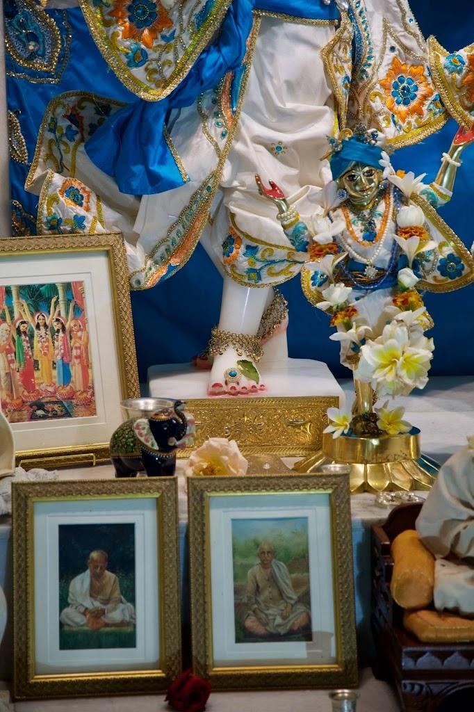 ISKCON New Govardhan Deity Darshan 08 Dec 2016 (24)