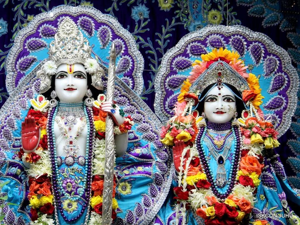 ISKCON Juhu Sringar Deity Darshan 17 Aug 2016 (28)
