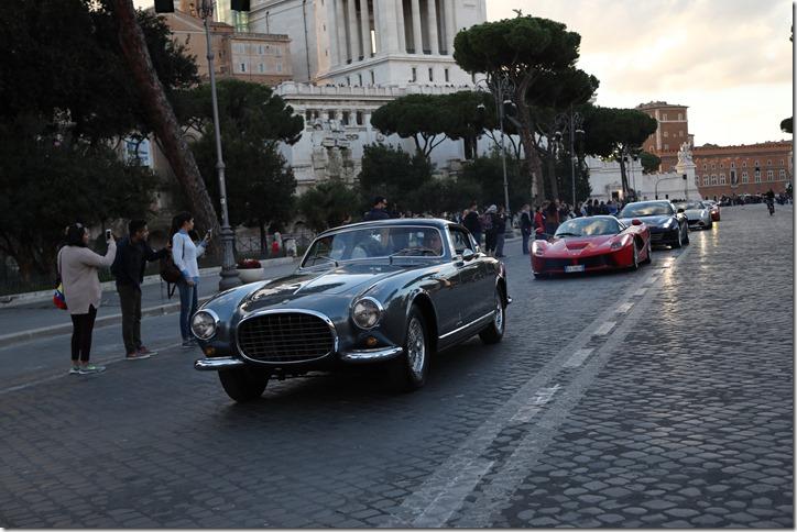 Parata Ferrari Roma_21 ottobre_in testa la 375 America