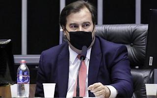 Rodrigo Maia diz que Bolsonaro 'parece querer levar país para guerra civil