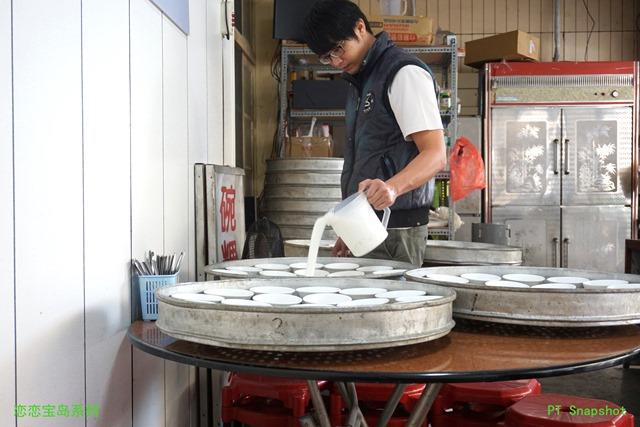 帅哥卖碗粿