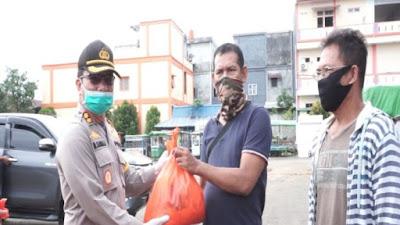 Polres Sekadau Salurkan Bansos Serentak Polri, Dalam Rangka Hari Bhayangkara ke-74