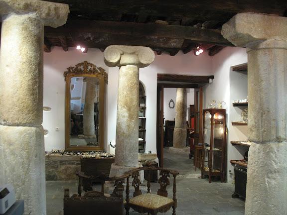 Naxos: tienda en antiguo palacio veneciano en el barrio de El Castro