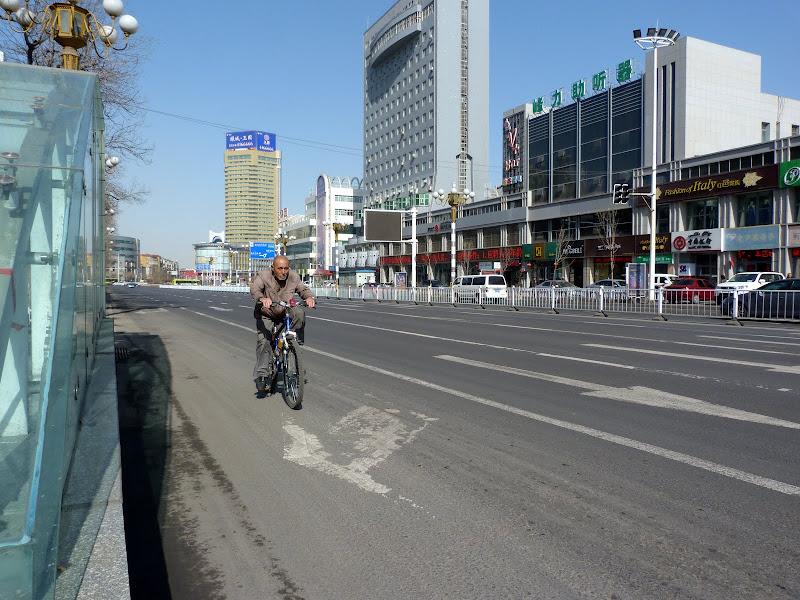 XINJIANG. Urumqi, Grand Bazar, 8 avril - P1270235.JPG