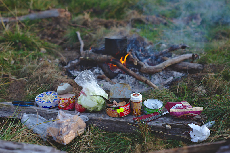 Mic dejunul campionilor si cafeaua ce mai avea putin pana la a da in foc.