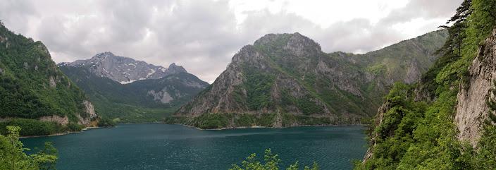 Bergpanorama am Piva See