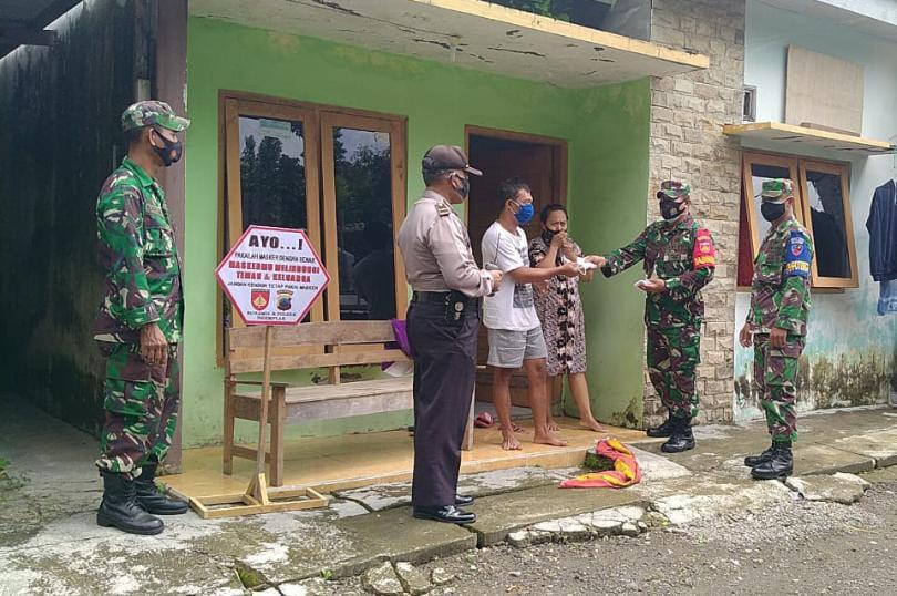 TNI Polri Sambangi Desa Sawahan Gencar Berikan Himbauan Prokes