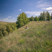 А на заднем плане видны любители природы и шашлыков.