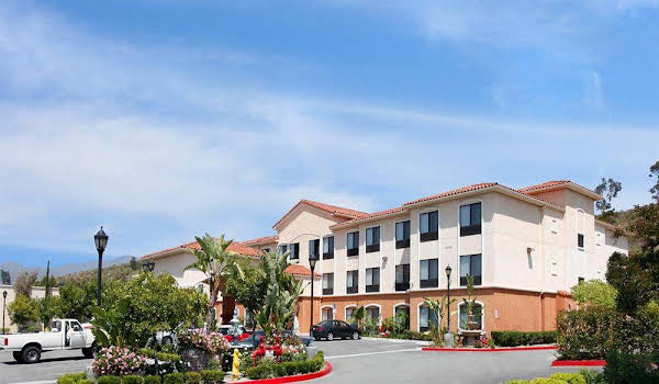 Prominence Hotel and Suites
