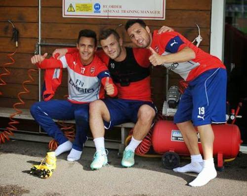Dàn sao Arsenal tranh thủ tự sướng lúc luyện tập