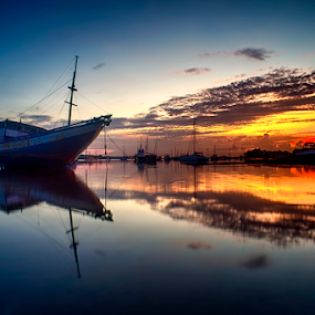 .:: bursting at dawn ::. by Setyawan B. Prasodjo - Transportation Boats