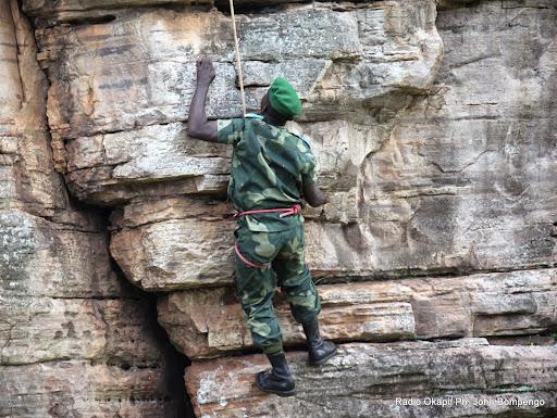 Démonstration militaire sur des rochers le 11/9/2014 à Kotakoli par des éléments de FARDC. Radio Okapi/Ph. John Bompengo