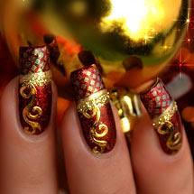 unhas vermelhas decoradas com dourado para o Natal