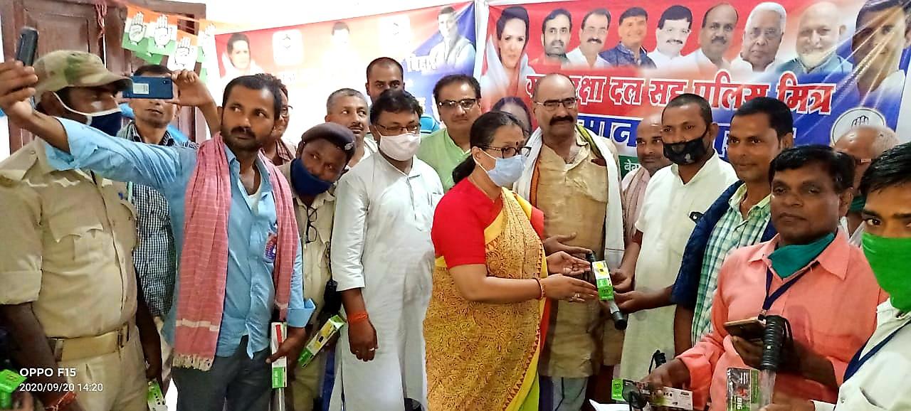 बेगूसराय में कांग्रेस पार्टी ने ग्राम रक्षा दल के सदस्यों का किया सम्मान