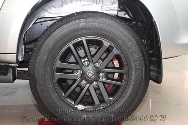 Cách thay lốp xe dự phòng xe toyota