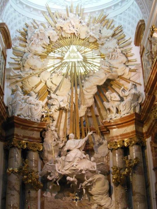 Altar donde se muestra a San Carlos sobre una nube subiendo al cielo