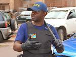 La police contrôle la circulation des véhicules et des passants vers le quartier général de la Monusco à Kinshasa, le 24/04/2015, jour prévu pour la marche de protestation de l'UDPS. Radio Okapi/Ph. John Bompengo