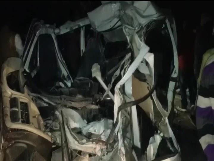 कैमूर में भयानक सड़क हादसा, पांच लोगों की मौत, ड्राइवर की हालत गंभीर