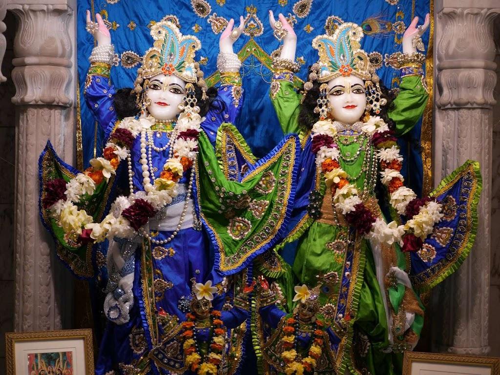 ISKCON New Govardhana Deity Darshan 09 Dec 2015 (22)