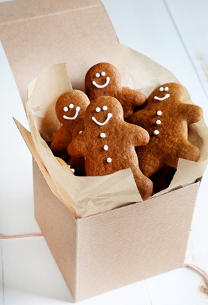 Box-of-gingerbread-men