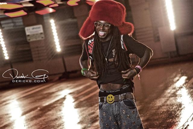 Foto do Lil Wayne sorrindo no clipe