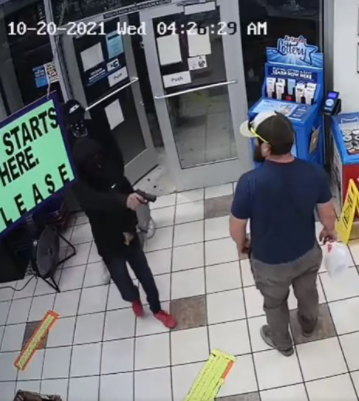 U.S. marine corps veteran single-handedly disarms robber who tried to rob the Arizon gas station he was in (video)