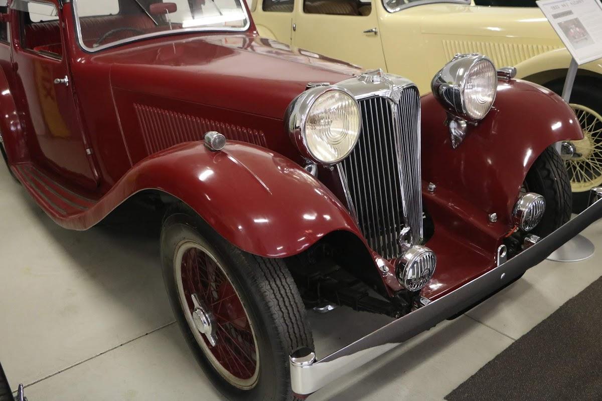 Carl_Lindner_Collection - 1935 Jaguar SS1 Saloon 05.jpg