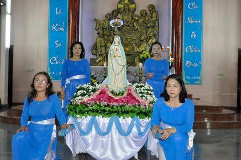 Giáo xứ Khiết Tâm tổ chức kiệu Đức Mẹ khai mạc tháng Mân Côi