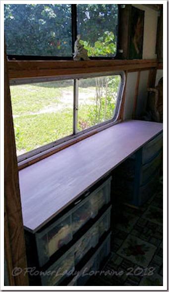 05-23-caravan-shelf2