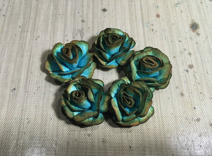 31 Small Turquoise Roses