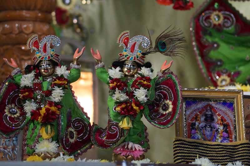 ISKCON Noida Deity Darshan 17 Dec 2015 (9)