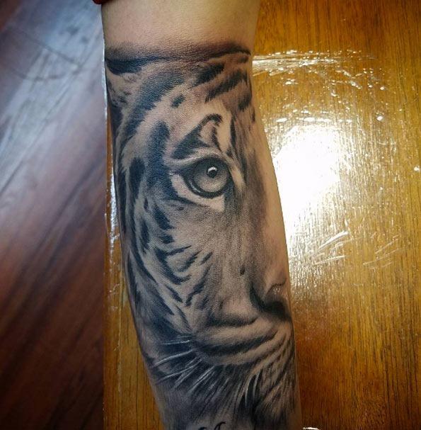 este_elegante_tatuagem_de_tigre