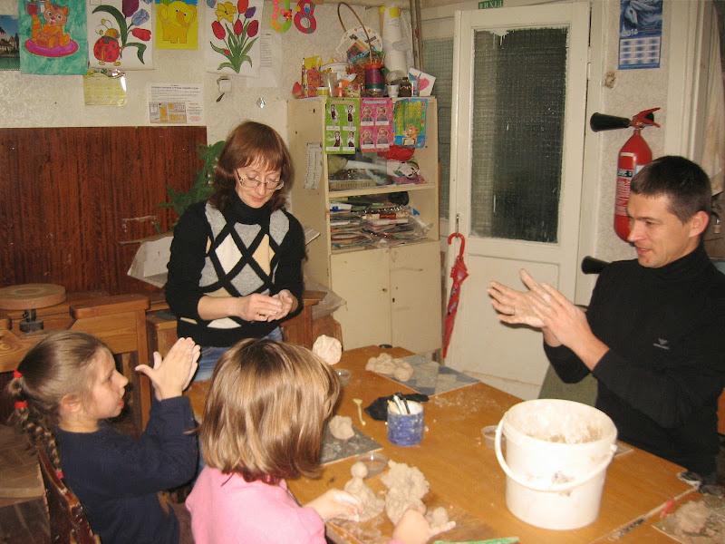 """проводятся занятия с детьми с аутизмом вместе с их родителями волонтерами с БФ """"Цветы жизни"""""""