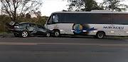 Acidente entre ônibus de turismo e carro deixa um morto em Caxias