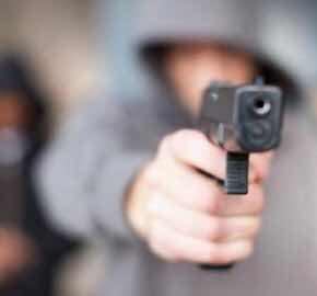 Asaltan ferretería roban dinero y un revólver propiedad de Apordom