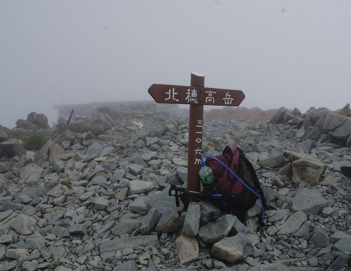 ガスの北穂高岳山頂