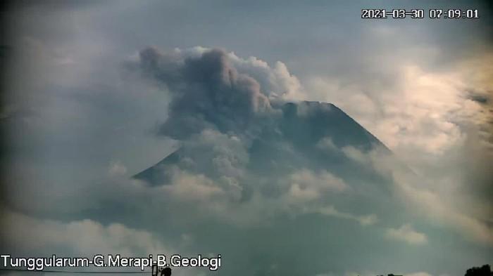 Fluktuatifnya Gunung Merapi, Awan Panas dan Guguran Belasan Kali Dalam 24 Jam