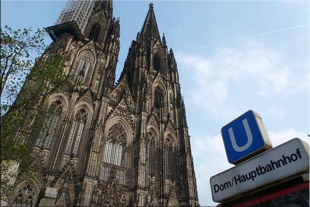 Catedral de colonia vista desde la salida del metro