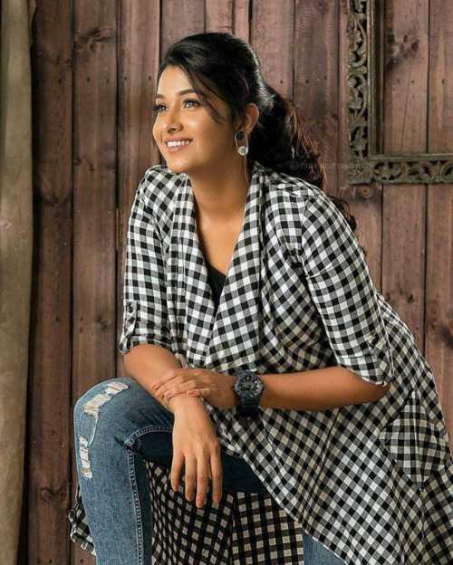 Actress Priya Bhavani Shankar Latest Stills: Tamil Actress Priya Bhavani Shankar 30 Best Beautiful HD