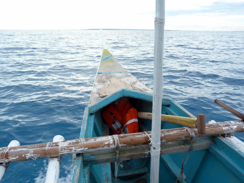 Il y a un gilet de sauvetage. Trois heures de mer pour rejoindre Malapascua