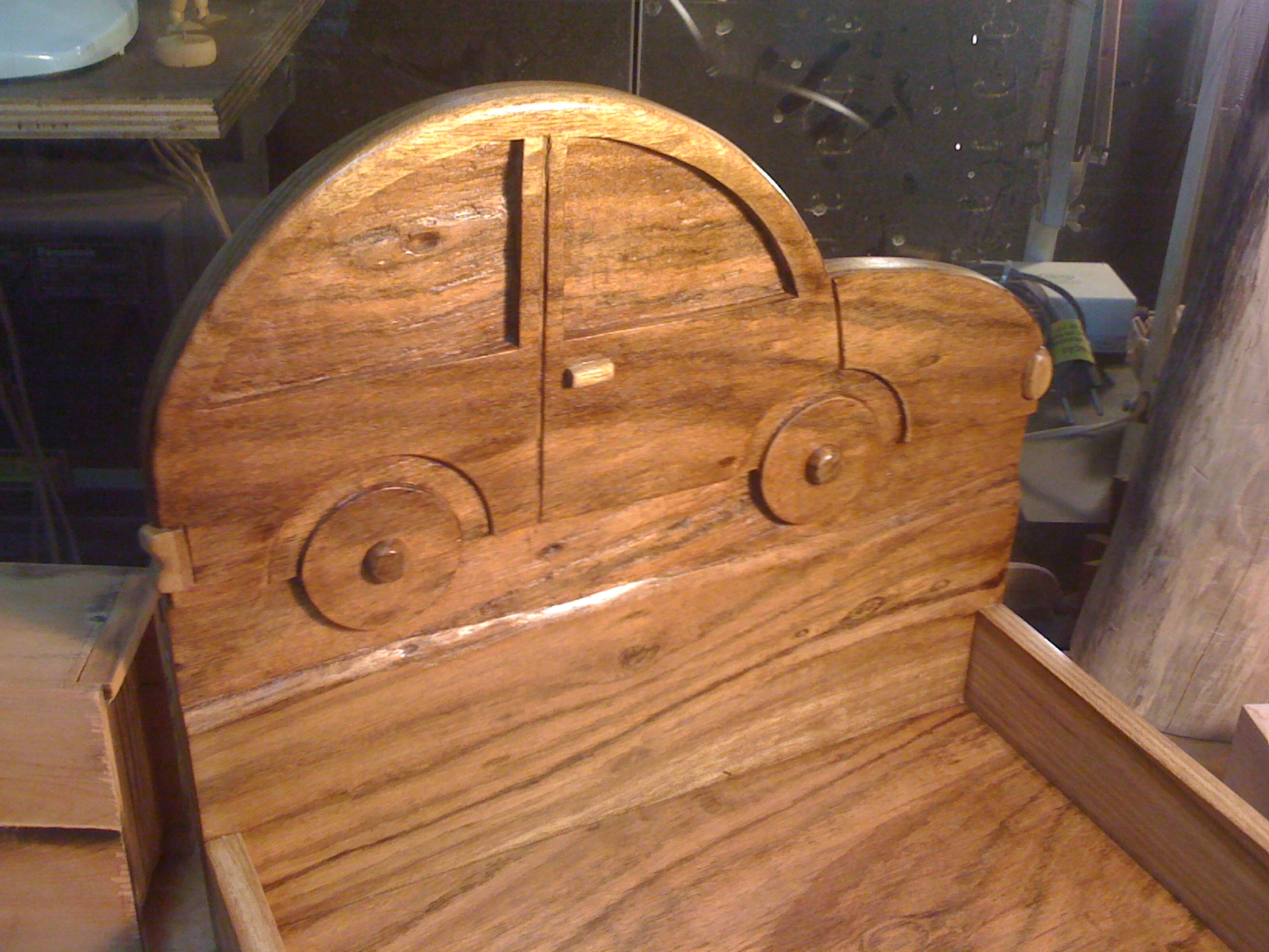 Caixa do Trocador - Carrinho entalhado em Freijó