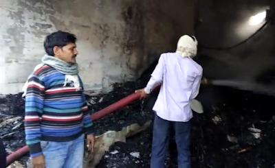 करैरा नगर के मैन बाजार कच्ची गल्ली में गुर्जर मार्केट में भीषण आग लगी